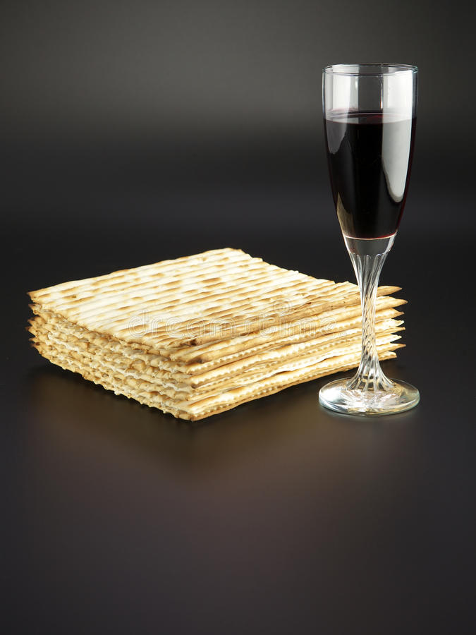 Free Matza And Red Wine Royalty Free Stock Image - 13684696