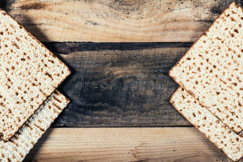 Matza judío en pascua judía fotos de archivo