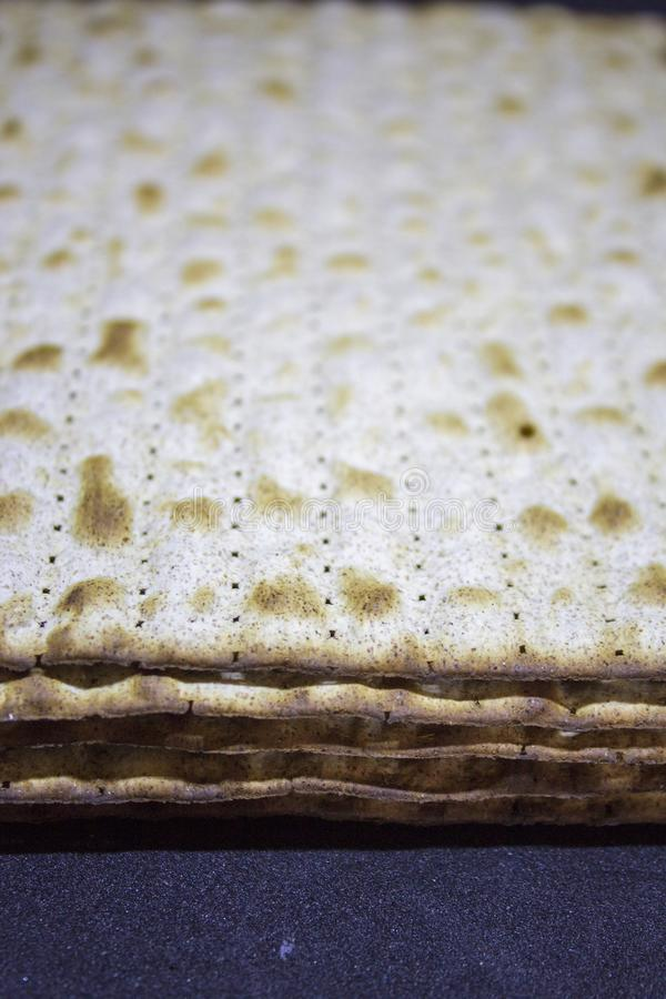 Matza kosher para la pascua judía fotos de archivo