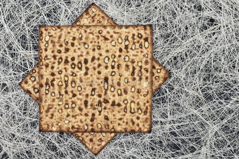 Matzah en pesah alegre del día de fiesta del pesah imagenes de archivo