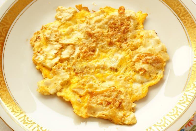 Matzah frito (estilo de la tortilla de huevos) imagen de archivo