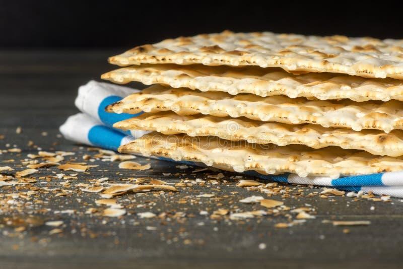 Matzah, matza, matzo, pan ácimo fotografía de archivo libre de regalías