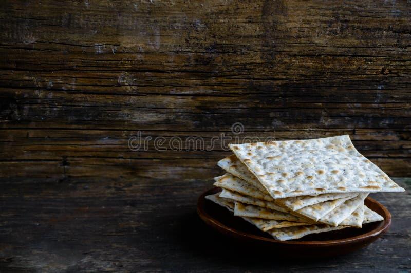 Matzah o matzo hecho en casa kosher judío tradicional, b ácimo foto de archivo libre de regalías