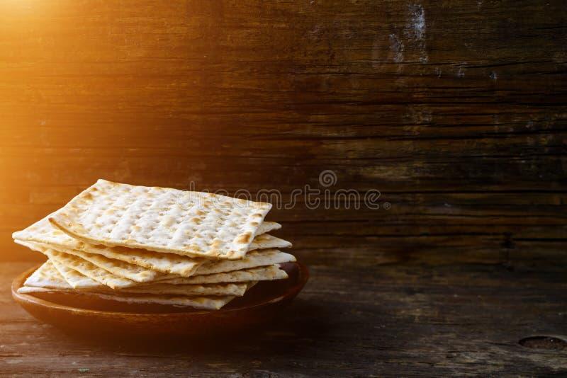 Matzah o matzo hecho en casa kosher judío tradicional, b ácimo fotografía de archivo libre de regalías