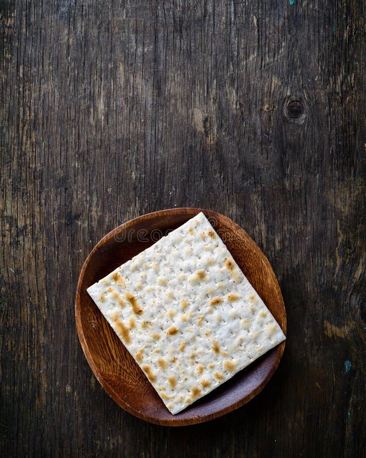 Matzah o matzo hecho en casa kosher judío tradicional, b ácimo foto de archivo