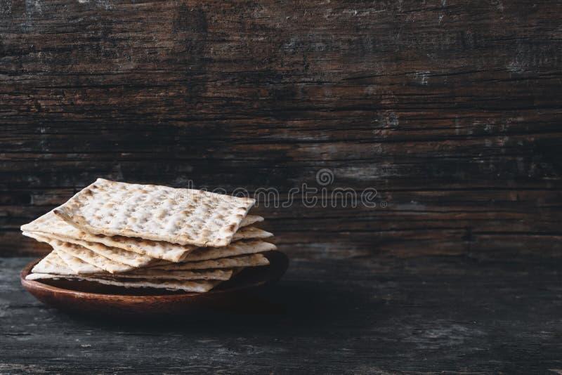 Matzah o matzo hecho en casa kosher judío tradicional, b ácimo fotos de archivo libres de regalías