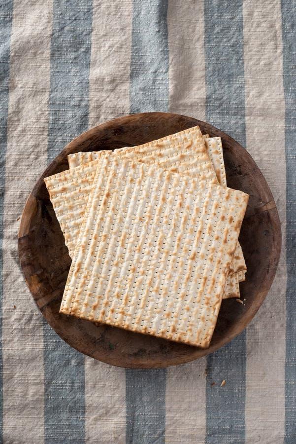 Matzah - pan ácimo para la pascua judía imágenes de archivo libres de regalías