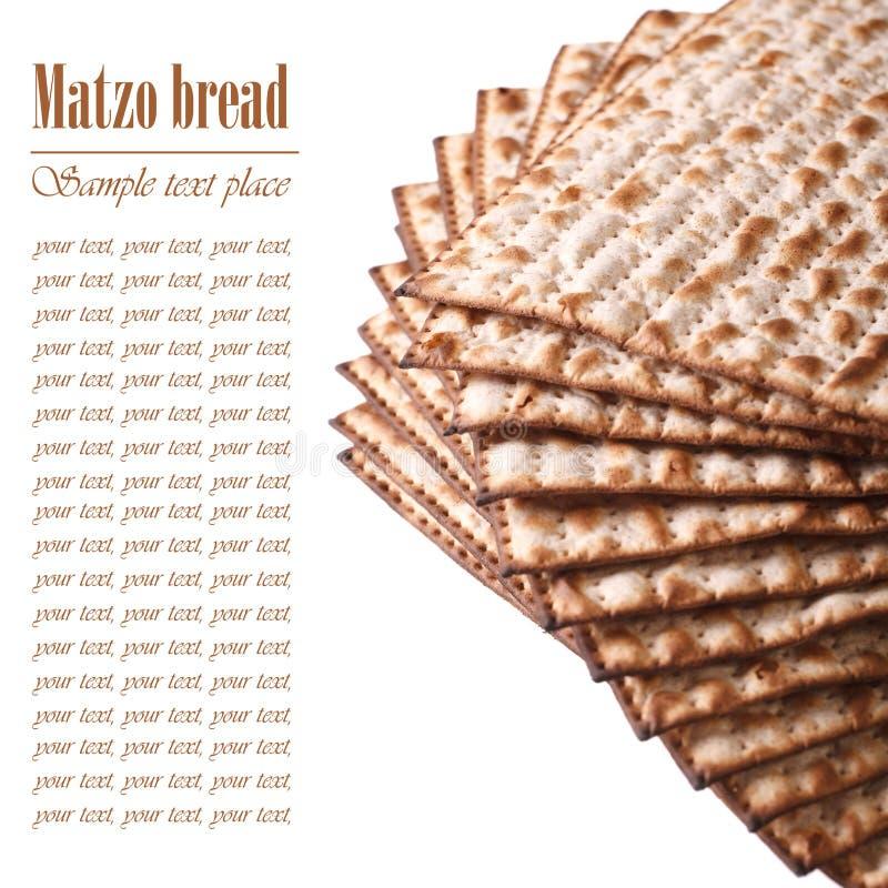 Matzo kosher judío para la macro de la pascua judía aislado en blanco texto foto de archivo libre de regalías