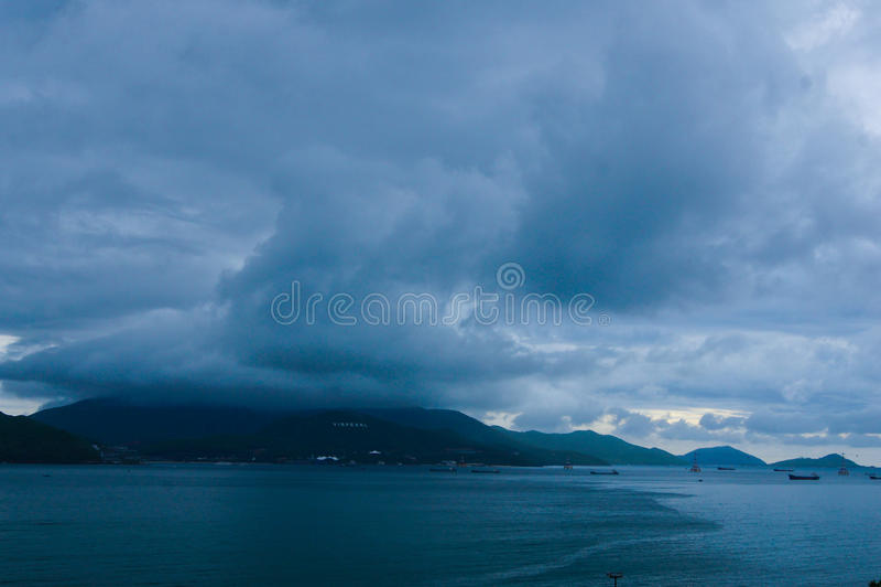 Mau tempo na ilha da montanha fotos de stock