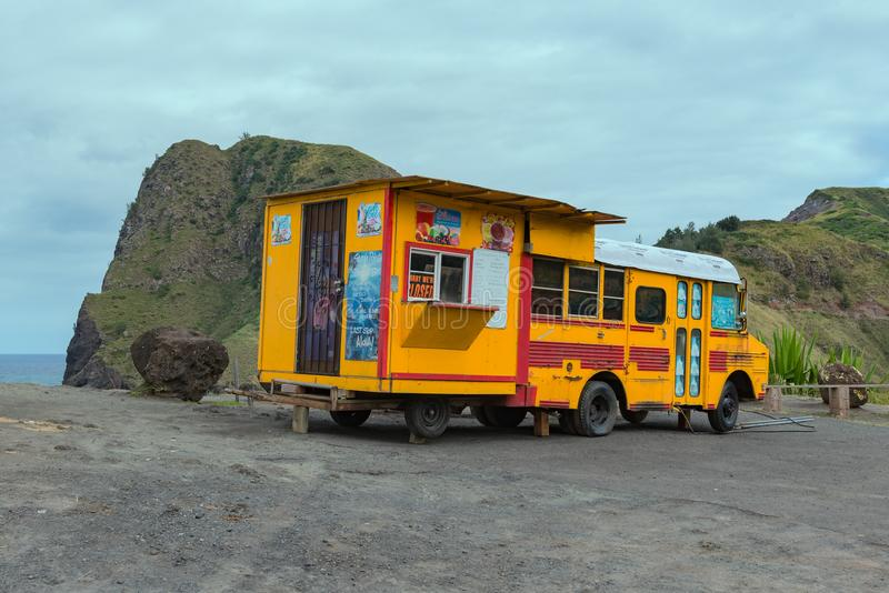 MAUI, HAWAII, USA-DECEMBER 14, 2014: unique snack and refreshment bus on the road side royalty free stock photos