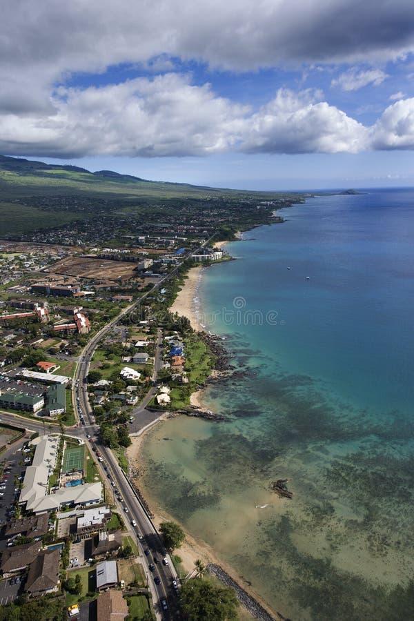 Maui-Küste mit Gebäuden. lizenzfreies stockbild
