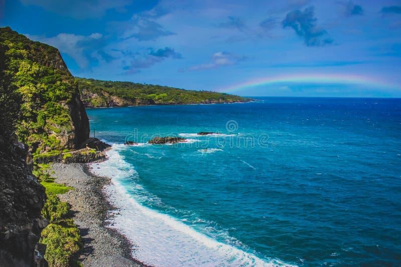 Maui-Strand-Regenbogen lizenzfreie stockfotos