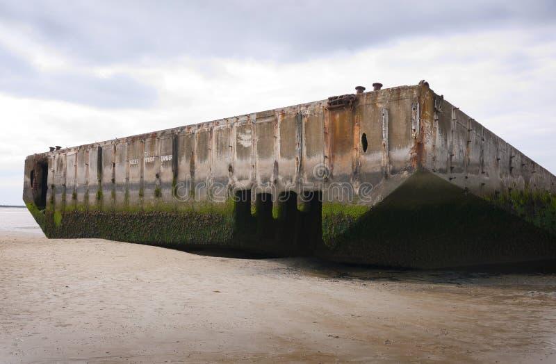 Maulbeere-Hafen bei Arromanches, Frankreich lizenzfreie stockfotos