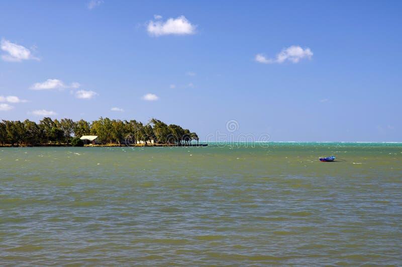 Maurícia, litoral pitoresco da aldeia de Poudre d'or imagem de stock