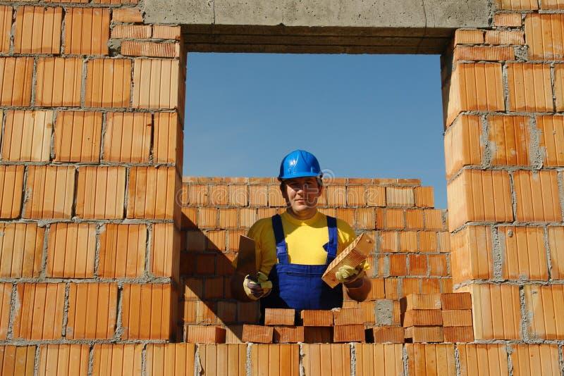 Maurer Bei Der Arbeit Stockfoto. Bild Von Hilfsmittel