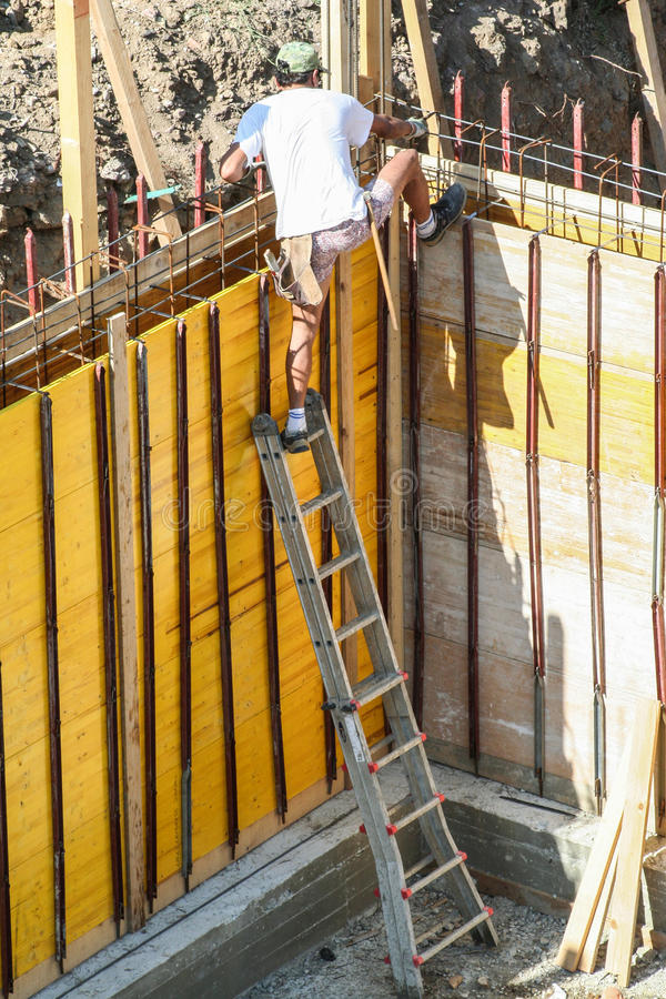 Maurermaurer oder Tischlerarbeitskraft mit Skala Job Security stockbilder