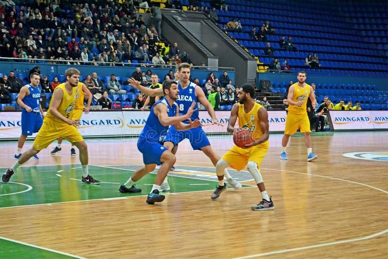 Maurice Creek USA mit Ball, BC Kiew-Korb gegen BC Odessa-Basketballturnier in Kiew, Ukraine, stockfotografie