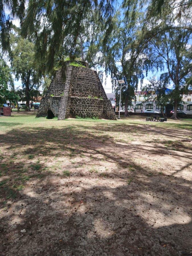 Mauricio, playas, casuarinas, sombra, sol, arena, hornos de cal fotografía de archivo libre de regalías