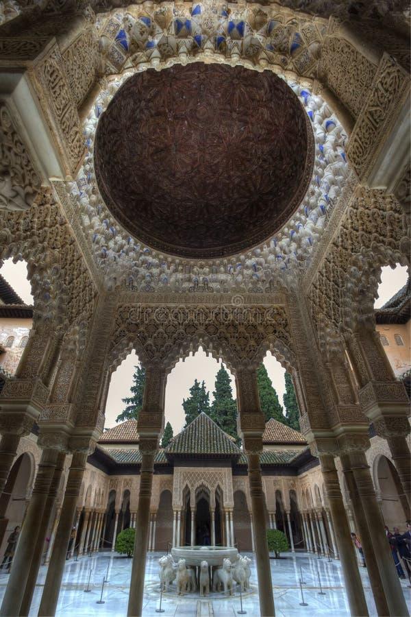 Maurische Architektur von Alhambra lizenzfreie stockfotografie
