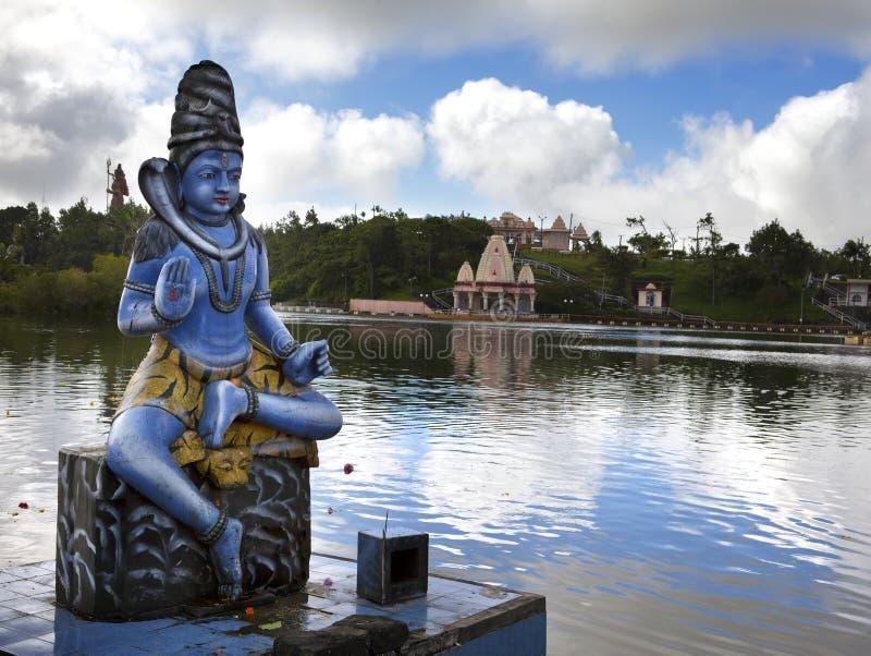 mauritius Estatua de Shiva en el templo magnífico de Bassin del lago foto de archivo