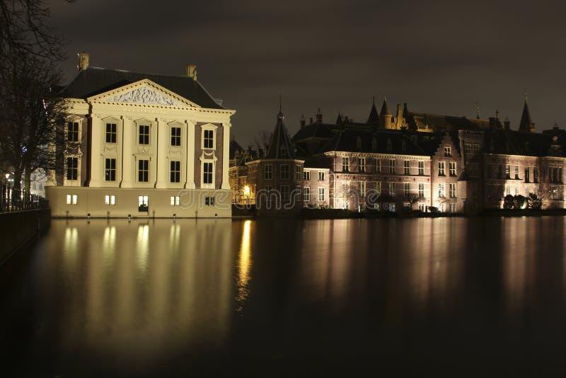 Mauritshuis bij hofvijver stock fotografie
