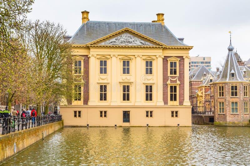 Mauritshuis, um museu de arte de pinturas holandesas da época dourada em Haia, Países Baixos imagem de stock