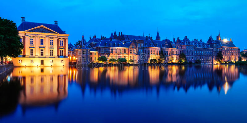 Mauritshuismuseum en Binnenhof-Paleis, Den Haag stock foto's