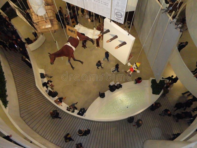 Maurizio Cattelan: Wszystko Przy Guggenheim NYC 52 zdjęcia royalty free