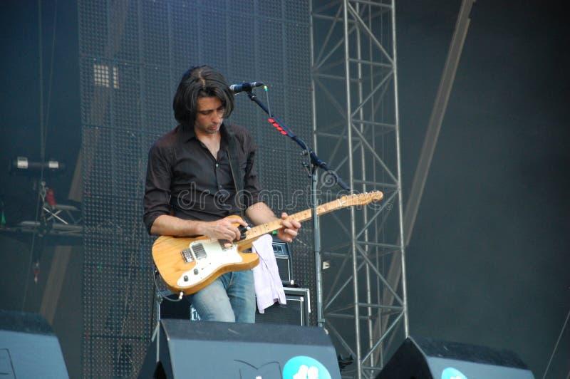 Mauro Pawlowski που τραγουδά και βιολί παιχνιδιού ζωντανό με τη ζώνη Deus στο φεστιβάλ Pohoda, Trencin, Σλοβακία - 8 Ιουλίου, στοκ φωτογραφία