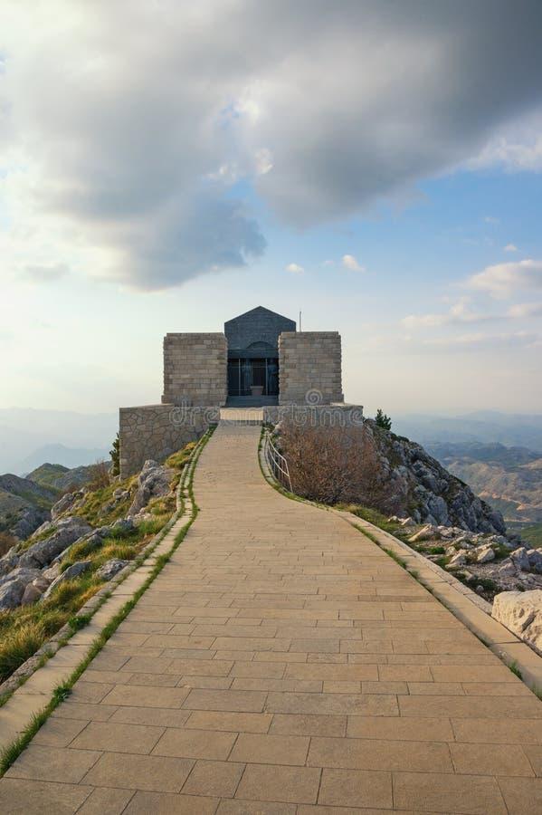 Mausolée de Petar II Petrovic Njegos en parc national de Lovcen montenegro images stock