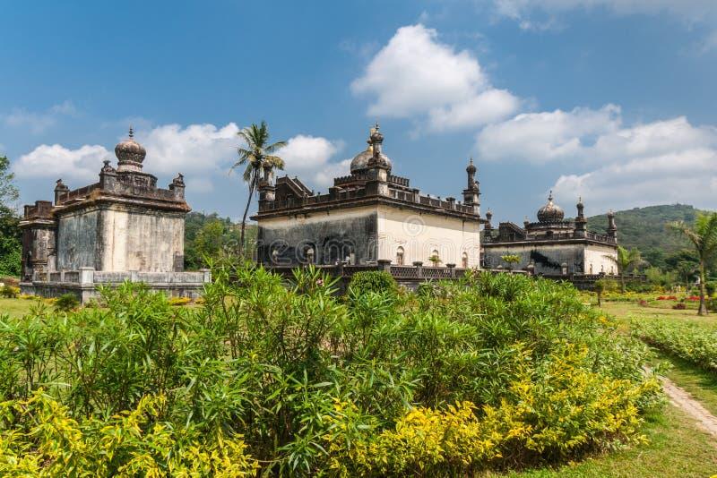 Mausolée trois royal au domaine Raja Tombs, Inde de Madikeri images stock