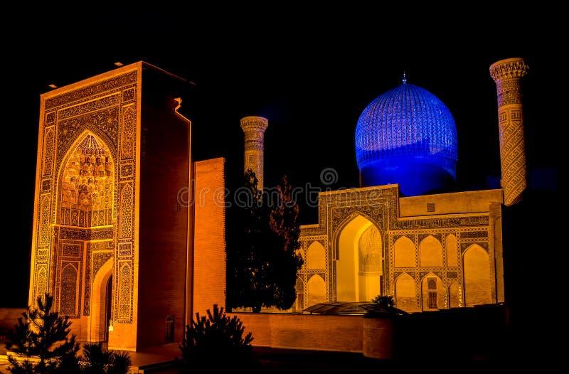 Mausoléu do Amir de Gur-e de Timur na noite - Samarkand, Usbequistão imagens de stock royalty free