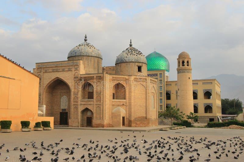Mausoleet av Sheikh Massal annons-buller i den Khujand staden, Tadzjikistan royaltyfria foton