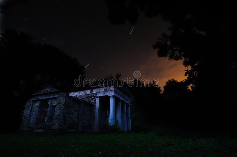 Mausoleo abandonado imágenes de archivo libres de regalías