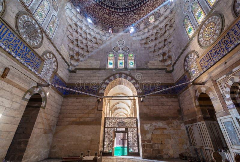 Mausoleo de la esposa y de las hijas de Sultan Al Zaher Barquq en el complejo de Al Nasr Farag Ibn Barquq, ciudad de los muertos, imagen de archivo