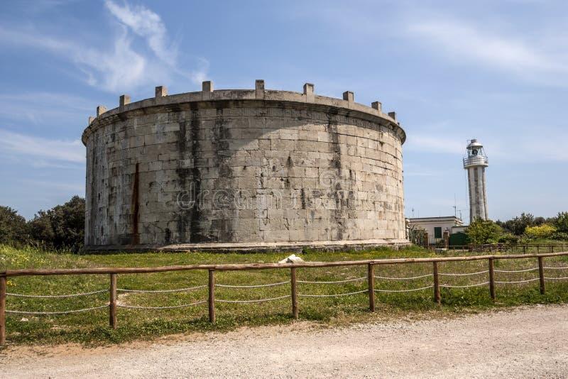 Mausoleo de Lucius Munatius fotos de archivo