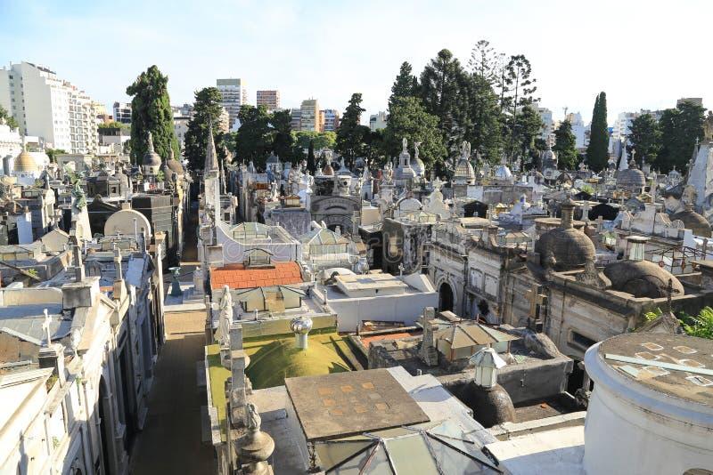 Mausoleos en el cementerio de Recoleta en Buenos Aires, la Argentina foto de archivo