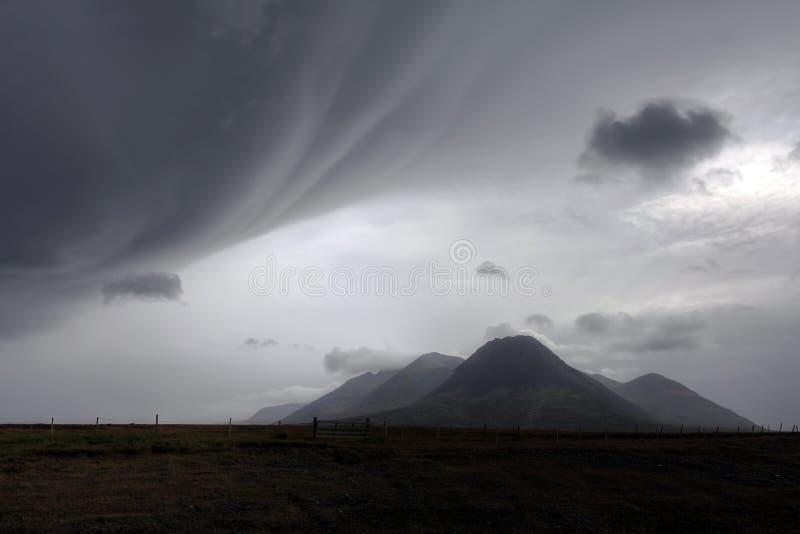 Mauvais temps au-dessus de paysage en Islande photos libres de droits