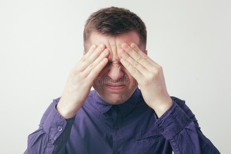 Maux de tête ou effort graves de dur labeur photo stock
