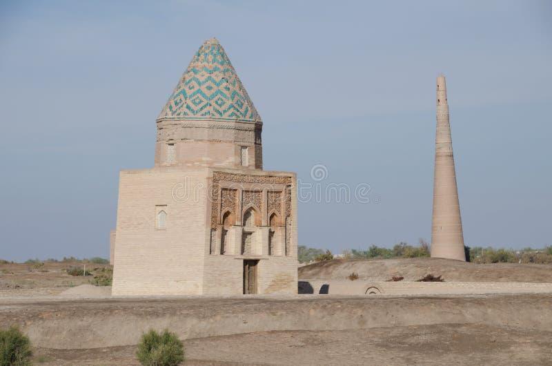 Mauzoleum i minaret w Konye pilności, Turkmenistan zdjęcie stock