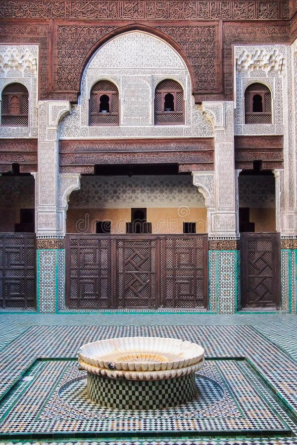 Mauzoleum Moulay Ismail wn?trze w Meknes w Maroko obrazy royalty free