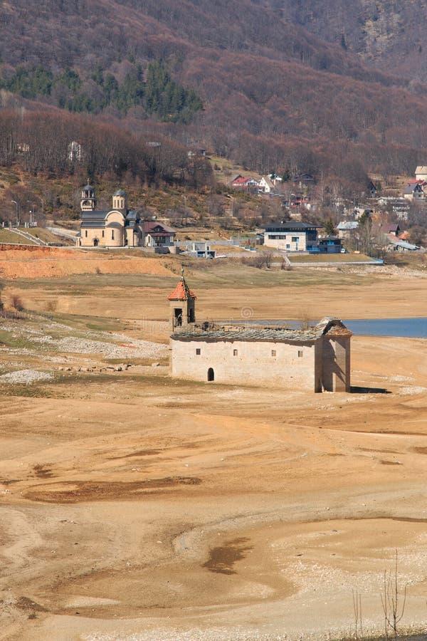 Mavrovo湖,马其顿被淹没的教会  图库摄影