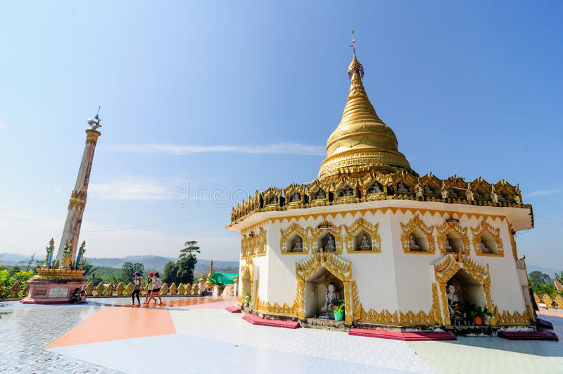 MawTaung tempel Myanmar royaltyfri foto