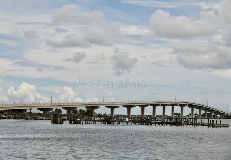 A Max Brewer Bridge royaltyfria bilder