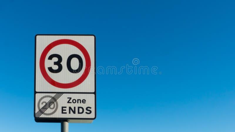 Maximal hastighet 30 för tecken arkivfoto