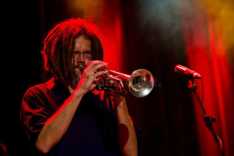 Maxime St Pierre op Trompet bij Internationaal de Blauwfestival van Tremblant - 13 Juli, 2018 stock foto's