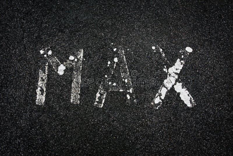 'Maximum' geschilderd op een weg stock afbeeldingen