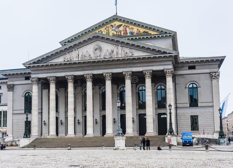 Maximum-Joseph-Platz in München Het Nationale Theater Nationaltheater royalty-vrije stock fotografie