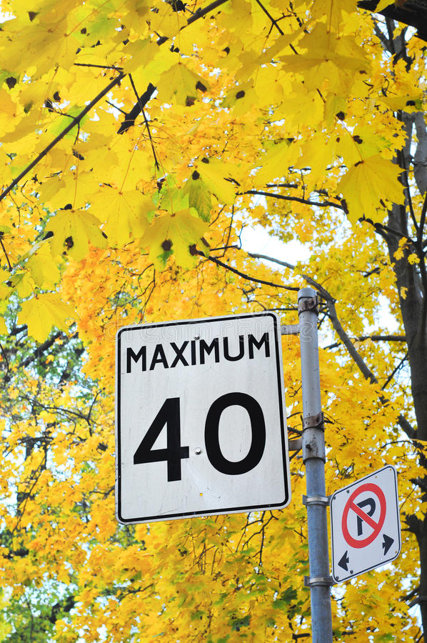 Maximum 40 Kilometer stockfotografie