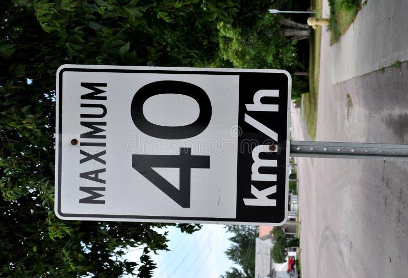 Maximum 40 km/hr Signage lizenzfreie stockfotos